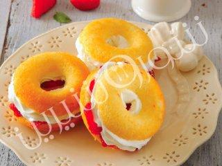 کیک دونات توت فرنگی