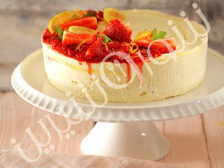 کیک یخچالی توتفرنگی و لیموناد