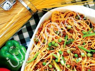 اسپاگتــی با سس بلونیز