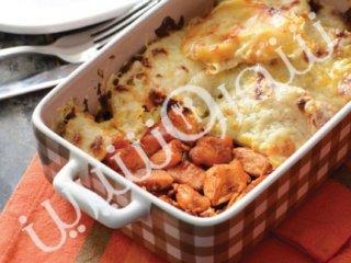 سیبزمینی با پنیر و تکههای مرغ