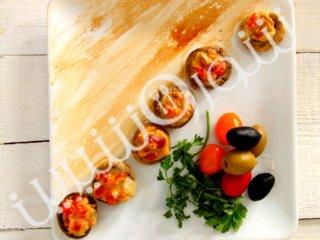 قارچ شکم پر با گوجه و زیتون